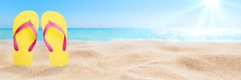 Σαγιονάρες στην παραλία στοκ φωτογραφίες