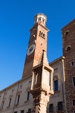 Lamberti torn i piazza Erbe - Verona Italy Royaltyfria Bilder