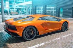 Lamborghini Aventador orange natt på gatastadsp för paul peter petersburg för dutchmanflygfästning russia restaurang saint 13 mar Royaltyfria Foton