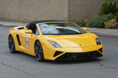 Lamborghini Gallardo konvertibel bil på skärm arkivbilder