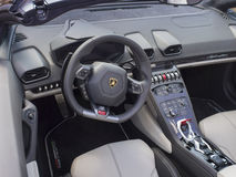 Lamborghini instrumentbräda Arkivbilder
