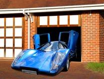 Lamborghini toppen bil i garage Arkivfoto