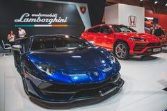 Lamborghini Urus en SVJ op de auto tonen stock afbeeldingen