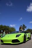 Lamborghini verde en desfile del día de San Patricio Fotos de archivo libres de regalías