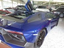 Lamborghoni Avendator SV Rolls Royce Lyxig bilåterförsäljare Arkivfoton