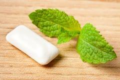 Lame en bon état et chewing-gum Images stock