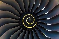 Lame giranti della lama nella fine del motore di aerei su Immagine Stock