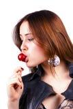 Lamedura de la mujer del lollipop en blanco fotos de archivo libres de regalías