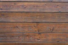 Lamelles en bois de Brown avec la texture portée par le passage du temps images stock