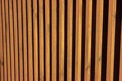 Lamelles en bois naturelles Photophone en bois circuit économiseur d'écran rayé un conseil plat image stock
