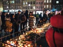 Lamentação nos povos de Strasbourg que pagam o tributo às vítimas de Terro imagens de stock
