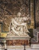 Lamentation de ` de ` du Christ - une sculpture dans la cathédrale de St Peter à Vatican Photo stock