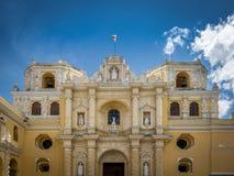 LaMerced kyrka - Antigua, Guatemala Arkivfoton