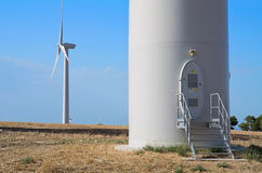 Lames de turbine de vent dans la campagne. Photographie stock