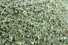 Lames sèches de basilic. Photographie stock