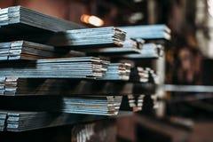 Lamiera sottile che piega nella fabbrica fotografia stock libera da diritti