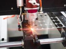 Lamina di metallo di taglio del laser di CNC Fotografia Stock