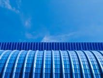 Lamina di metallo e cielo blu blu Immagini Stock Libere da Diritti