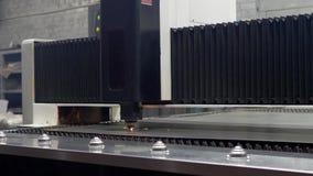 Lamina di metallo di taglio di gas di CNC di alta precisione video d archivio