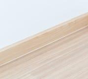 Laminatboden und weiße Wand lizenzfreies stockfoto