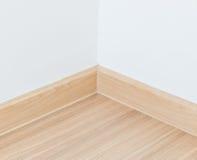 Laminatboden und weiße Wand stockfotos
