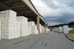 Laminatoio della pasta-carta e della carta - cellulosa immagini stock libere da diritti
