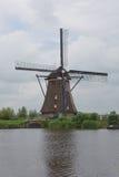 Laminatoio di vento di legno dall'Olanda Fotografie Stock