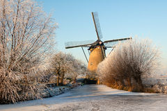 Laminatoio nel paesaggio di inverno Immagini Stock