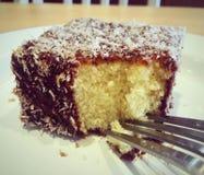 Lamington > пирожное Стоковое Изображение