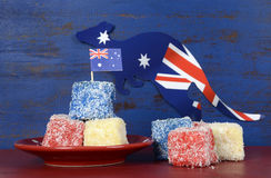 Lamingtons rouges, blancs et bleus de jour d'Australie Photos libres de droits