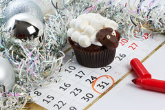 Lamm des kleinen Kuchens mit Kalender, wie simbol 2015 neue Jahre lokalisierte Stockbild