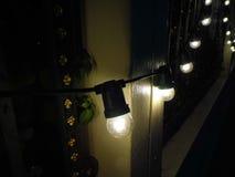 Lamp bij de muur stock fotografie