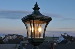 Lamp bij Schemering royalty-vrije stock afbeeldingen