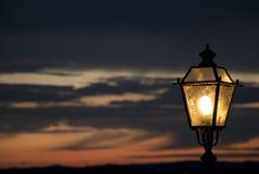 Lamp bij zonsondergang Stock Foto's