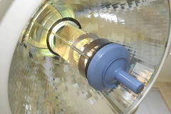 Lamp in een chirurgieruimte stock foto's