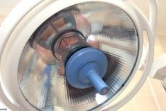 Lamp in een chirurgieruimte stock foto