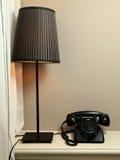 Lamp en retro telefoon Stock Fotografie