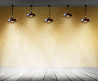 Lamp in Lege ruimte met muur en houten vloer binnenlandse achtergrond Stock Foto's