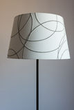 Lamp met een lampekap stock afbeelding