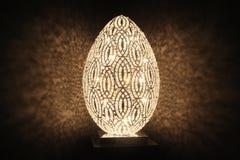 Lamp met mooie schaduw op de muur Royalty-vrije Stock Afbeelding