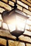 Lamp op bakstenen muur Stock Afbeeldingen