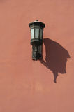 Lamp op de rode muren van de Verboden Stad, Peking, China stock fotografie