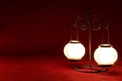 Lamp op karmijnachtergrond Royalty-vrije Stock Afbeeldingen