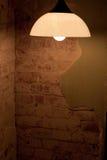 Lamp in vuile ruimte Stock Afbeelding