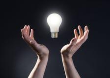 lampa för kulahandholding Arkivfoton