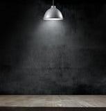 Lampa för ljus kula på svart tavlabakgrund Royaltyfri Foto