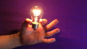 Lampa i handblixt stock video