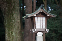 Lampa i templet, Japan Royaltyfria Bilder