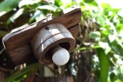 Lampa i trädgården som göras av trä Fotografering för Bildbyråer