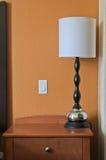 Lampa och ljus strömbrytare i bedroon Arkivfoto